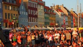 Nyhavn folkmassor i Köpenhamn Arkivbild