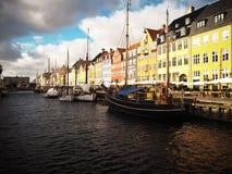 Nyhavn, Kanal in Kopenhagen, D?nemark stockbilder