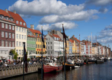 Nyhavn in Kopenhagen an einem sonnigen Nachmittag Stockbilder