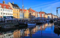 Nyhavn-Neue Hafen-Querneigung Kopenhagens Stockbilder