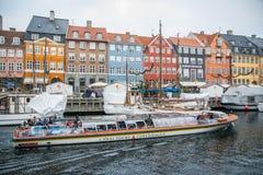 Nyhavn ny hamn Populärt område av Köpenhamnen denmark royaltyfria bilder