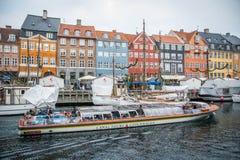 Nyhavn ny hamn Populärt område av Köpenhamnen denmark royaltyfri foto