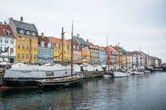 Nyhavn ny hamn Populärt område av Köpenhamnen denmark royaltyfri bild