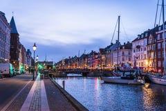 Nyhavn o nuevo puerto, Copenhague, Dinamarca foto de archivo libre de regalías