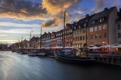 Nyhavn på solnedgången royaltyfri foto