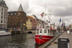 Nyhavn w Kopenhaga ` s historycznym okręgu Dani Obraz Stock