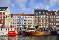 Nyhavn, xvii wiek nabrzeże, kanał i rozrywka okręg w Kopenhaga, obrazy stock