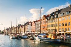 Nyhavnpijler in Kopenhagen, Denemarken stock foto's