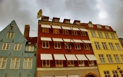 Nyhavns, oud en modern - Kopenhagen Stock Afbeelding