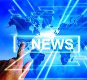 Nyheternaöversikten visar världsomspännande information om journalistik eller om massmedia Fotografering för Bildbyråer