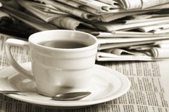 nyheterna för affärskaffekopp arkivbild