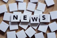 Nyheterna rubricerar begreppet för massmedia, journalistik, press eller newslette royaltyfri foto