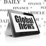 Nyheternabegrepp: Minnestavladator med global nyheterna på skärm Arkivfoto