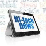 Nyheternabegrepp: Minnestavladator med högteknologisk nyheterna på skärm Royaltyfri Fotografi