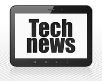 Nyheternabegrepp: MinnestavlaPCdator med Technyheterna på skärm Arkivfoto