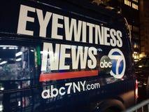 Nyheternaskåpbil, ögonvittnenyheterna, för TVTV-sändning för abc 7 NY skåpbil för nyheterna, NYC, USA Royaltyfri Foto