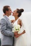 Nyligen-att gifta sig par Arkivbild
