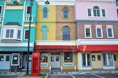 Nyligen framkallat färgrikt shoppar huset på Kampar Perak royaltyfri bild
