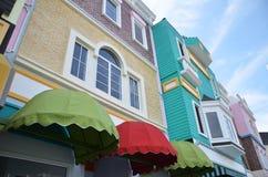 Nyligen framkallat färgrikt shoppar huset på Kampar Perak royaltyfri fotografi