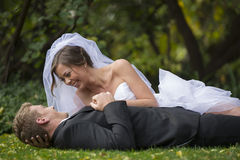 Nyligen gift par Royaltyfri Fotografi