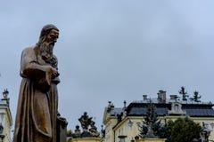 Nyligen rest upp monument av storstads- Andrey Sheptytsky arkivfoton