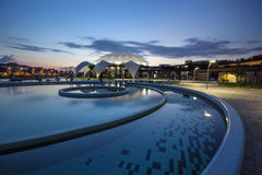 Nymphaea Aquapark nocą w Oradea, Rumunia Obraz Stock