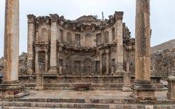 Nymphaeum ha individuato sulla via di Cardo Maximus nella grande città romana di Jerash - Gerasa, distrutto da un terremoto in AN fotografia stock