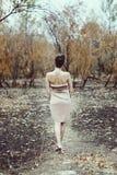 Nymphe sensuelle dans la forêt d'automne Image stock