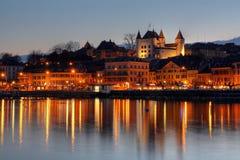 Nyon bij zonsondergang, Zwitserland stock afbeelding