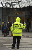 NYPD交通控制在时代广场附近的警察在曼哈顿 免版税库存图片