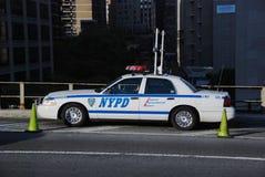 在布鲁克林大桥的NYPD汽车 免版税库存图片