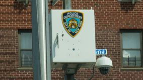 NYPD-bevakningkamera, i att spola Big Brother Government royaltyfri foto