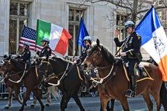 NYPD dans le défilé du jour de Patrick de saint Images libres de droits