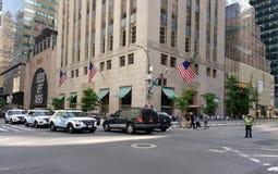 NYPD-eskortfartyg, 5th aveny, New York City, NYC, NY, USA Arkivbild