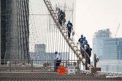 NYPD ESU officers climb down the brooklyn bridge Stock Images