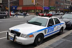 NYPD Ford coroam o carro de polícia de Victoria em NYC Fotos de Stock Royalty Free