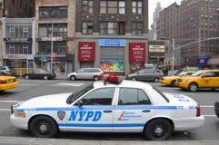 NYPD Ford coroam o carro de polícia de Victoria em NYC Fotografia de Stock Royalty Free