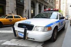 NYPD Ford coroam o carro de polícia de Victoria em NYC Imagem de Stock Royalty Free