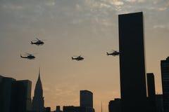 NYPD Hubschrauber über Manhattan Lizenzfreie Stockfotos