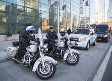 NYPD-Landstraßenstreifenpolizisten auf den Motorrädern, die Sicherheit in Manhattan bereitstellen Lizenzfreies Stockbild