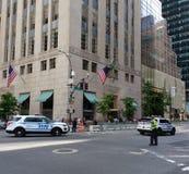 NYPD-medel, trumftornsäkerhet, trafiktjänsteman, New York City, NYC, NY, USA Fotografering för Bildbyråer