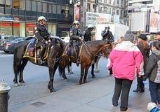 NYPD monterade polisenheten på gatorna av Manhattan Arkivfoto