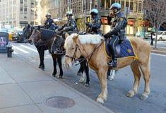 NYPD monterade polisenheten på gatorna av Manhattan Arkivbild