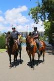 NYPD-politiemannen op horseback klaar om publiek in Billie Jean King National Tennis Center tijdens US Open 2014 te beschermen Royalty-vrije Stock Foto