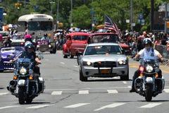 NYPD que trabaja durante el 34to desfile anual de la sirena en Coney Island Fotografía de archivo libre de regalías