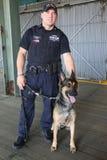 NYPD sprzeciwiają się terroryzmu biura K-9 funkcjonariusza policji i K-9 psa providing ochronę w Nowy Jork Obraz Royalty Free