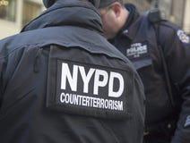 NYPD-Terrorismusbekämpfung befehligt die Lieferung von Sicherheit auf Broadway während der Woche des Super Bowl XLVIII in Manhatta Lizenzfreie Stockfotografie