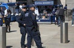 NYPD-van de Dienstambtenaren van het Politie de Tegenterrorisme patrouille Yankee stad Royalty-vrije Stock Fotografie