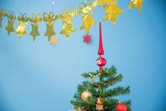 nytt år Överst av en festlig julgran Fotografering för Bildbyråer