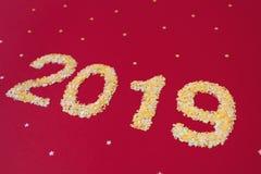 Nytt 2019 år av konfettier royaltyfri foto